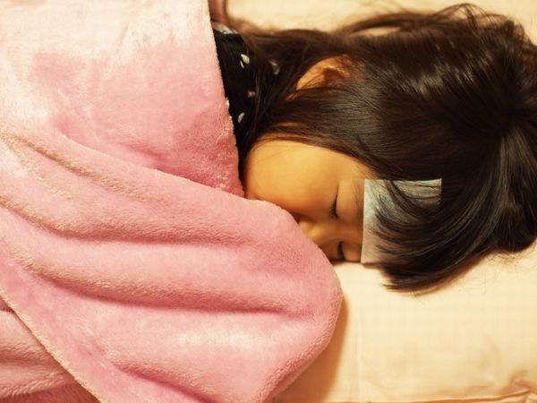 熱で寝込む子供