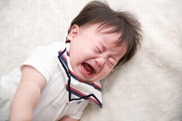 泣き叫んでいる赤ちゃん