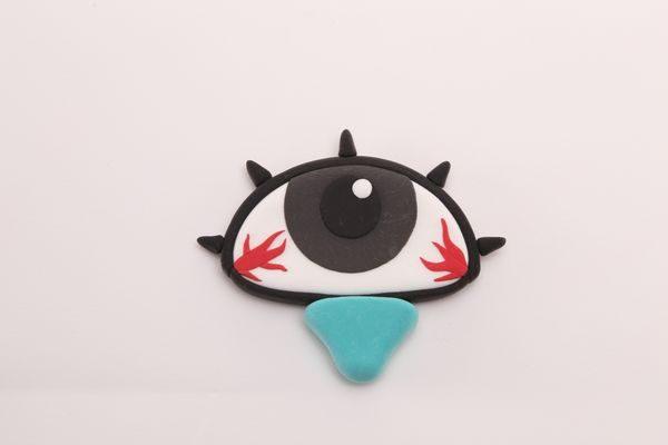 はやり目の症状で充血する目