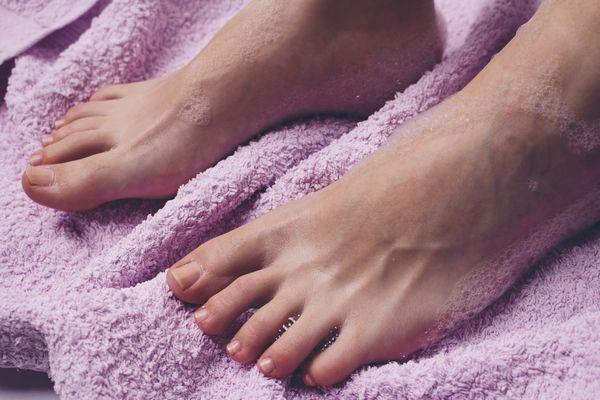 お風呂上がりの足