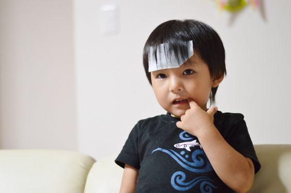 熱の症状がある子供