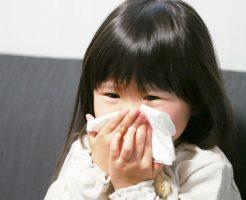 ヘルパンギーナで咳をする子供