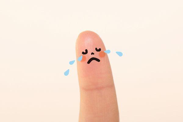 泣く子供指