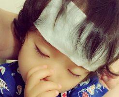 夏風邪の症状で寝込む子供