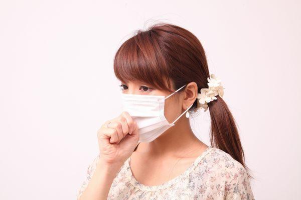 咳が長引く大人の女性