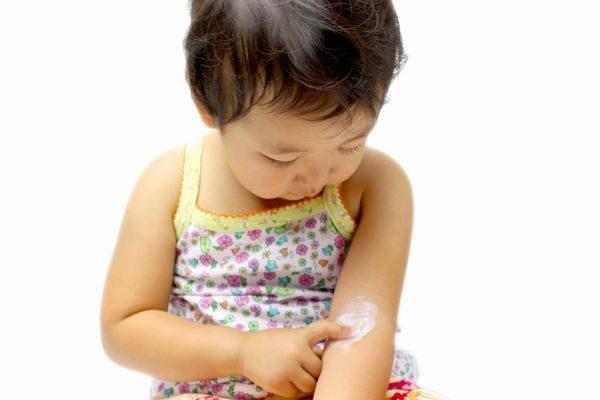 赤ちゃんと塗り薬
