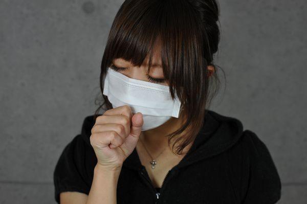 咳が止まらない大人の女性